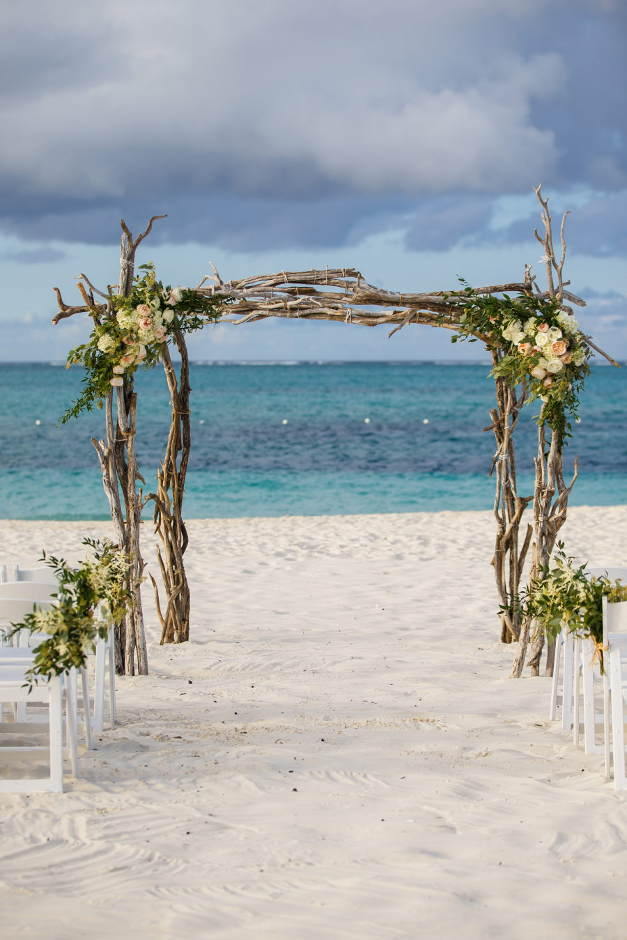Romantic bohemian meets modern turks and caicos wedding junglespirit Gallery
