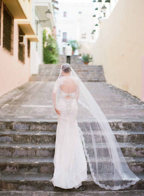 A Puerto Rico Wedding Anchored in Old-World Glamour